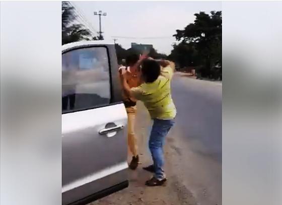Ảnh thanh niên đánh tới tấp CSGT đang làm nhiệm vụ trên quốc lộ