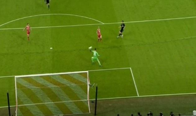 Asensio đánh bại thủ môn Bayern Munich ở phút 57, nâng tỷ số lên 2-1 cho Real Madrid