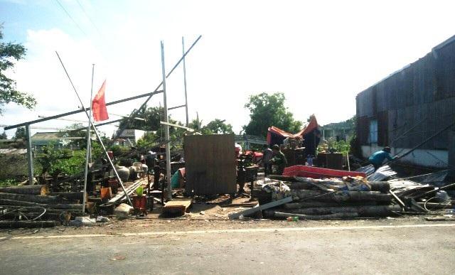 Nhiều nhà dân bị hư hại sau lốc xoáy. (Ảnh: CTV)