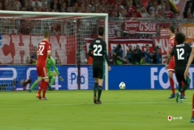 Marcelo dứt điểm tầm xa gỡ hòa 1-1 cho Real Madrid ở cuối hiệp 1