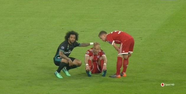Chấn thương tái phát khiến Robben phải rời sân từ khá sớm