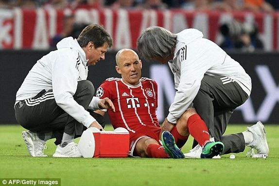 Robben đau đớn rời sân từ khá sớm