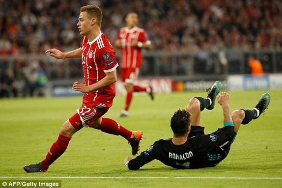 Kimmich đang khóa chặt thành công C.Ronaldo