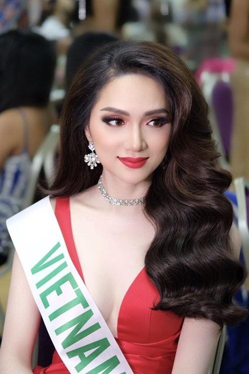 Hương Giang là cái tên được chú ý đặc biệt khi chính thức đăng quang cuộc thi Hoa hậu Chuyển giới Quốc tế 2018. Trong showbiz Việt, cô được biết đến với vai trò ca sĩ và gắn liền với hình ảnh của một người đẹp hoạt ngôn, thân thiện qua những chương trình truyền hình thực tế, gameshow.