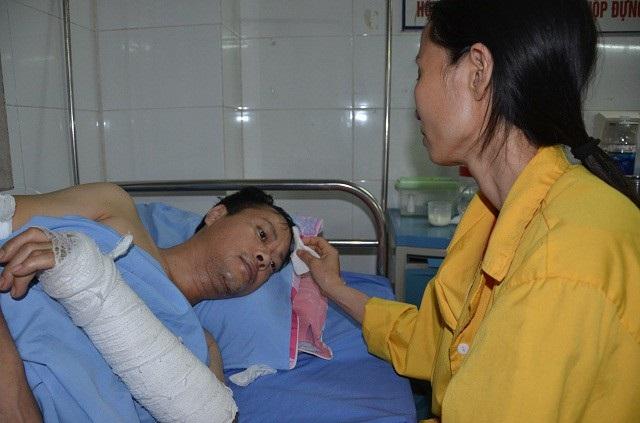 Với đa chấn thương nghiêm trọng, để hồi phục anh Hồng phải chữa trị lâu dài và tốn kém.