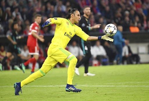 Keylor Navas có hàng loạt pha cứu thua ấn tượng trong trận đấu với Bayern Munich