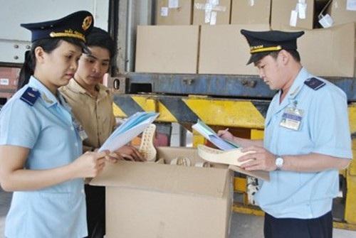 Hải quan địa phương sẽ kiểm tra ngặt hàng quà biếu, quà tặng nhập khẩu (Ảnh minh họa)