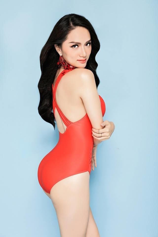 Được đánh giá là mỹ nhân chuyển giới đẹp nhất nhì Vbiz, Hương Giang Idol không chỉ ấn tượng bởi khuôn mặt xinh đẹp, kiêu sa mà còn có vóc dáng gợi cảm với số đo 3 vòng quyến rũ.