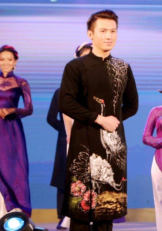Nam vương Huỳnh Võ Tiến nổi bật với nét nam thần.