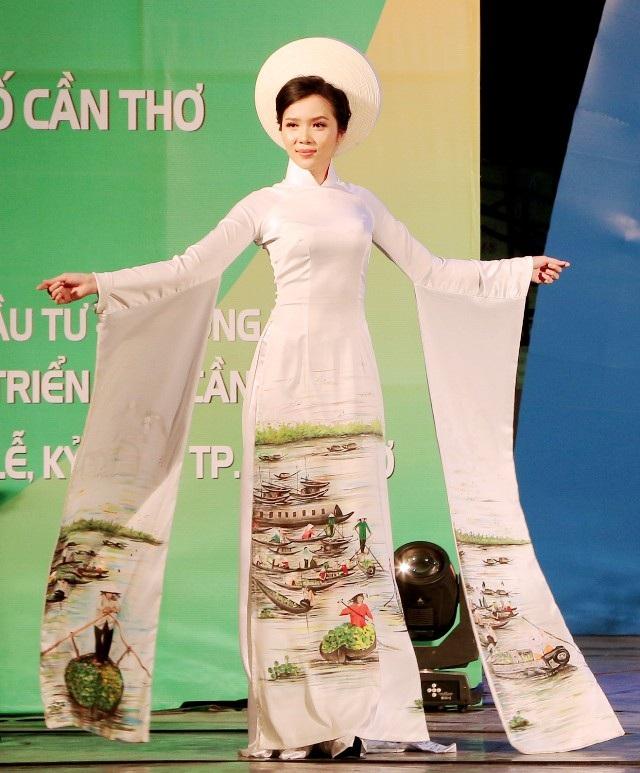 """Hoa khôi Thúy Vi, Nam vương Võ Tiến """"tái xuất"""" trình diễn thời trang ấn tượng - 1"""