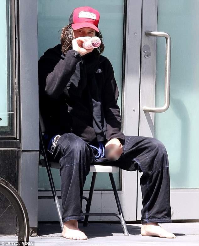 Trong bước đầu chuẩn bị cho việc ghi hình phần phim thứ 3 của seri phim John Wick, Keanu (53 tuổi) có một tạo hình trông rất khác.