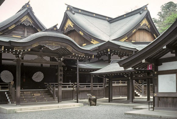 Ngôi đền linh thiêng kỳ lạ cứ 20 năm xây lại một lần - 1