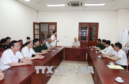 Trung tướng, Giáo sư, Tiến sỹ Mai Hồng Bàng, Giám đốc Bệnh viện Trung ương Quân đội 108 báo cáo tình hình hoạt động và công tác khám chữa bệnh tại Bệnh viện.