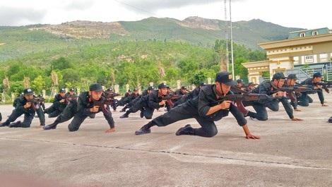 CSCĐ Tiểu đoàn 1 rèn luyện võ thuật, kỹ năng chiến thuật tấn công trấn áp tội phạm trên thao trường.