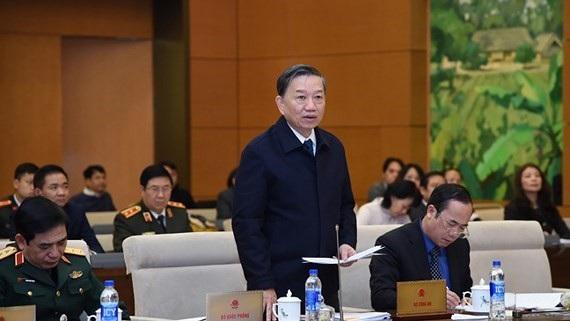 Bộ trưởng Công an Tô Lâm đại diện cơ quan chủ trì soạn thảo trong một phiên trình dự án luật trước UB Thường vụ Quốc hội