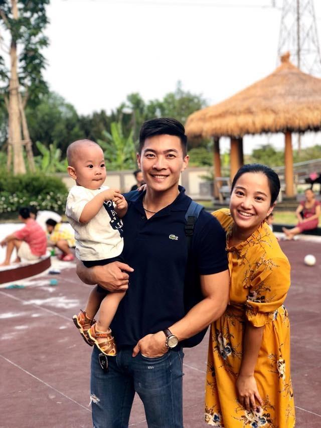 Quốc Cơ bên vợ Hồng Phượng và con trai