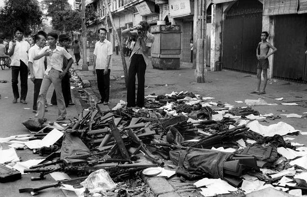 Vũ khí của các binh lính chính quyền Sài Gòn bị tịch thu.
