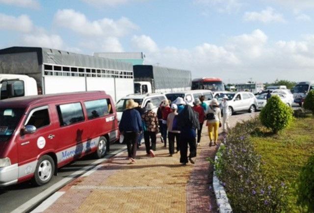 Những dịp lễ, tết,... tuyến quốc lộ 1 qua khu vực Thánh đường Tắc Sậy thường xảy ra ùn tắc giao thông kéo dài.