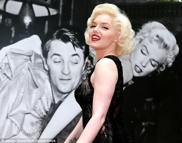 Diện mạo của Suzie Kennedy được chụp lại từ tất cả các góc độ, để tạo nên một chân dung 3D chân thực, sống động và gần giống nhất với Marilyn Monroe huyền thoại.