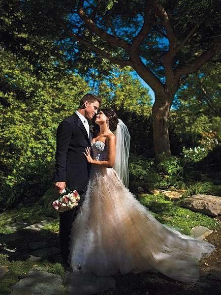 Jenna và Channing tổ chức đám cưới vào tháng 7/2009 tại Malibu trước sự chứng kiến của khoảng 220 khách mời. Chú rể lịch lãm trong bộ tuxedo còn cô dâu diện váy hồng dài thướt tha cùng trao nhau nụ hôn hạnh phúc. Tôi rất hạnh phúc, hạnh phúc hơn tất cả mọi người trên hành tinh này, chú rể Channing đã thốt lên như vậy sau đám cưới.