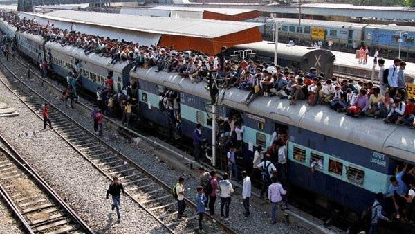 25 triệu người Ấn Độ nộp đơn xin việc ngành đường sắt - 1