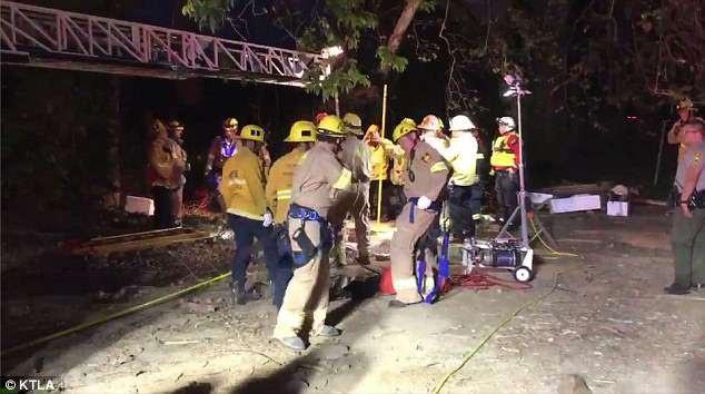 Đội cứu hộ giải cứu Jesse khỏi đường ống thải