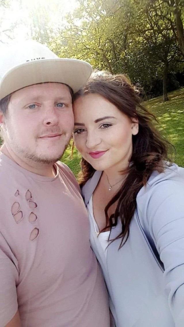 Cặp đôi đã cố gắng mang thai tự nhiên trước khi biết Hayley bị mãn kinh