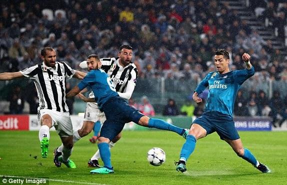 Tình huống C.Ronaldo nhoài người dứt điểm mở tỷ số cho Real Madrid ở phút thứ 3
