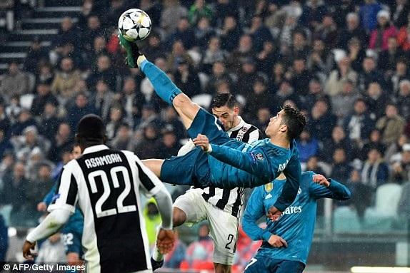 Siêu phẩm xe đạp chổng ngược của C.Ronaldo, nhân đôi cách biệt 2-0 cho Real Madrid trước Juventus