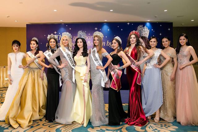 Ngoài ra,chương trình bất ngờ còn có sự xuất hiện của dàn hoa hậu Nga. Lê Âu Ngân Anh tự tin đọ dáng cùng đại diện nhan sắc đến từ xứ sở bạch dương.