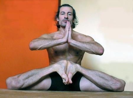 Mukhtar Gusengadzhiev là người đàn ông dẻo dai nhất thế giới