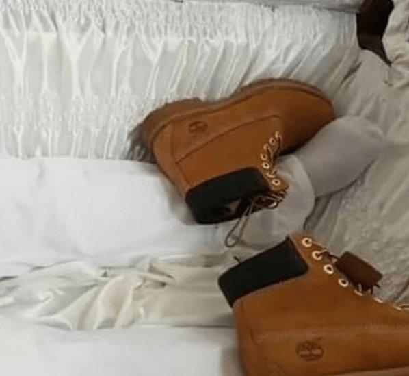 Đôi giày Timberland được hỏa táng theo cùng. (Nguồn: Jam Press)