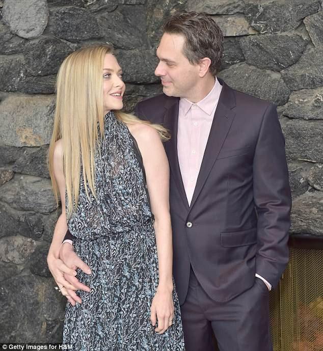 Amanda Seyfried sinh con gái đầu lòng cách đây 1 năm và hiện tại dành chủ yếu thời gian để chăm con