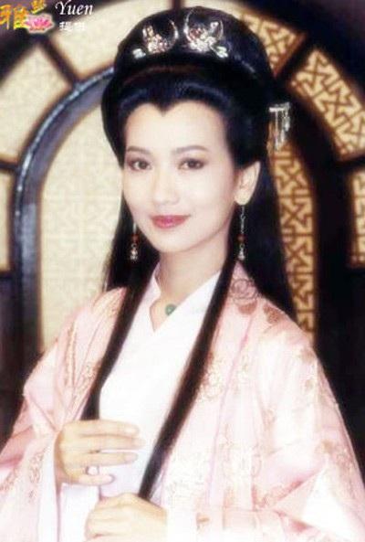 Triệu Nhã Chi được phát hiện tại một cuộc thi sắc đẹp. Bà tham gia cuộc thi Hoa hậu Hồng Kông năm 1973, nhận danh hiệu Á hậu thứ hai và được kênh truyền hình TVB của Hồng Kông mời về cộng tác. Từ đó, bà trở thành diễn viên điện ảnh và nổi tiếng qua nhiều bộ phim truyền hình cổ trang của đài TVB.