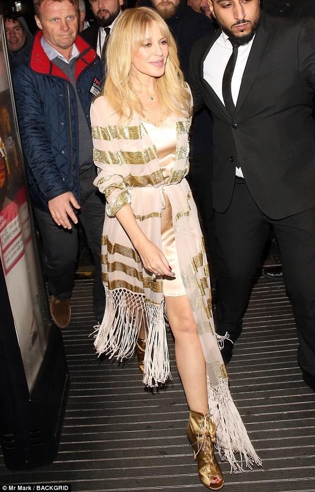 """Kylie Minogue quyến rũ hơn khi """"không thuộc về ai"""" - 13"""