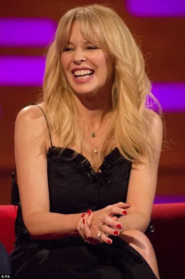 """Kylie Minogue quyến rũ hơn khi """"không thuộc về ai"""" - 11"""