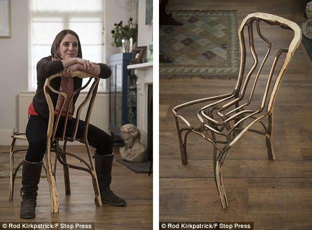 """Một chiếc ghế khi đã được hoàn tất. Trong ảnh, vợ của nhà thiết kế Gavin Munro đang thực hiện khâu """"kiểm định chất lượng sản phẩm""""."""