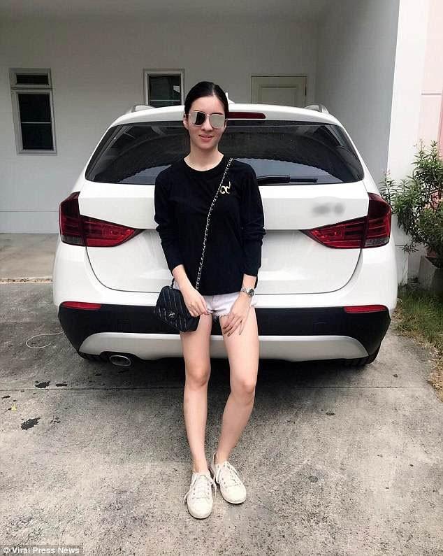 Trên mạng xã hội, Natnicha thường chụp hình bên xe hơi. Cô đã mua chiếc xe này hồi tháng 4 năm ngoái ngay sau khi có được bằng lái.