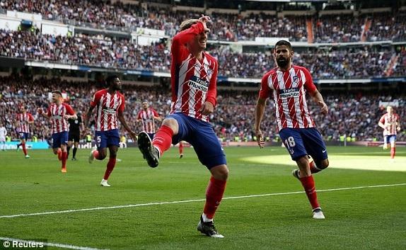 Ngôi sao người Pháp chia sẻ niềm vui với đồng đội Diego Costa