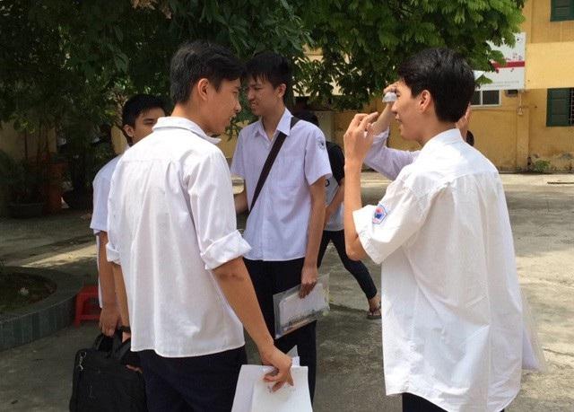 Phương thức tuyển sinh vào lớp 10 của năm sau sẽ thi thêm bài thi thứ 3 là bài thi Tổ hợp nhằm mục đích tránh sự học lệch của học sinh (Ảnh: Minh họa)