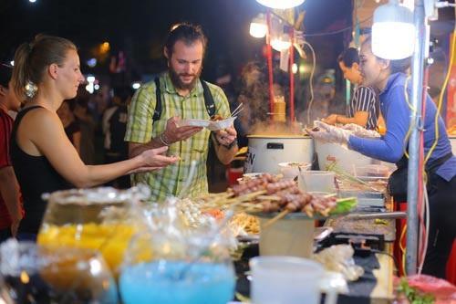 .Nghệ thuật ẩm thực Việt Nam ngày càng thu hút du khách quốc tế. Ảnh: Hoàng Triều