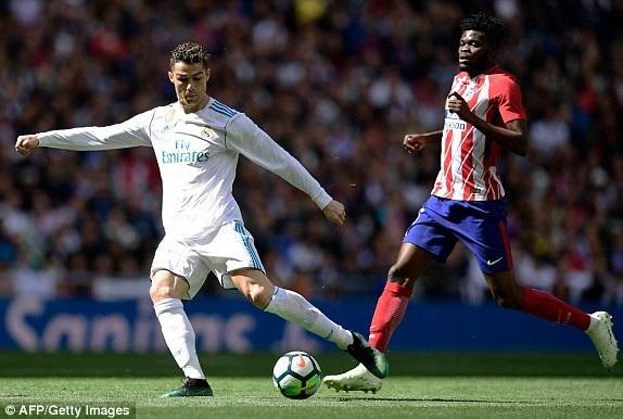 C.Ronaldo bị các hậu vệ Atletico kèm cặp rất sát