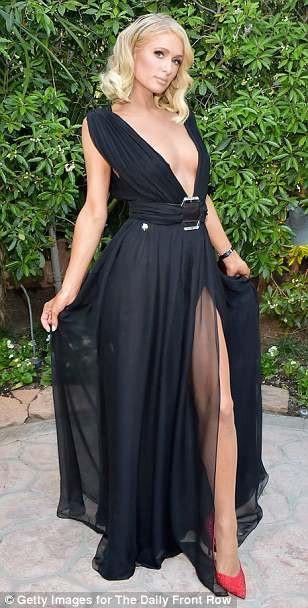 Paris Hilton dự sự kiện thời trang The Daily Front Row diễn ra ở Los Angeles ngày 8/4 vừa qua