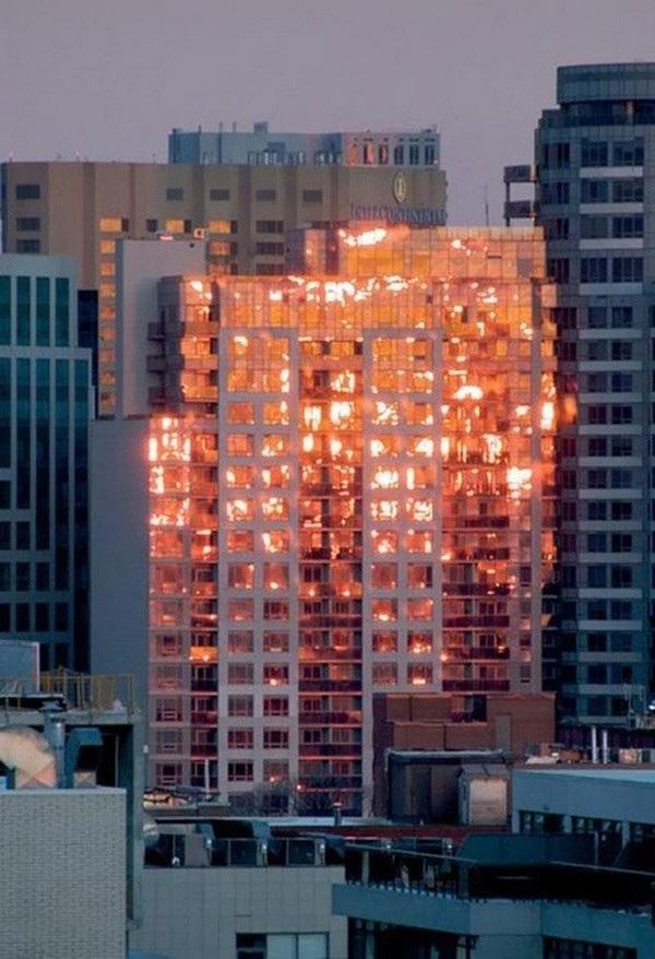 Một vụ hỏa hoạn? Thực chất chỉ là ánh mặt trời phản chiếu trên tòa nhà