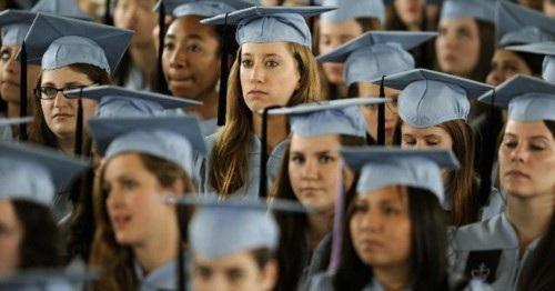 Nữ sinh viên Mỹ nặng gánh nợ nần - 1
