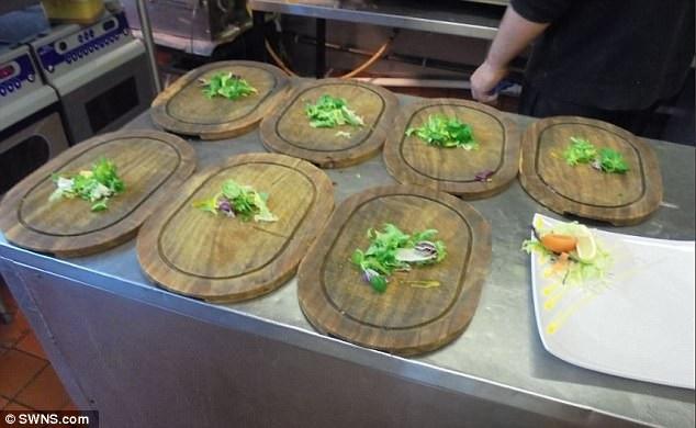 Những chiếc đĩa gỗ những tưởng giúp nhà hàng trở nên ấn tượng hơn trong mắt thực khách cuối cùng lại khiến họ bị phạt một số tiền không nhỏ.