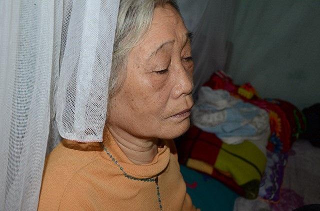 Hiện 3 mẹ con phải tá túc ở nhà bà ngoại đã già yếu.