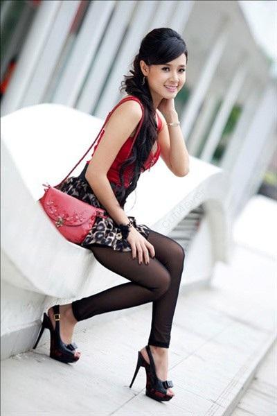Bên cạnh đó, phong cách thời trang của người đẹp chính là điểm khiến công chúng bất ngờ nhất về cô. Đã có một thời, Midu thường bị chê bởi cách ăn mặc có phần sến súa,...