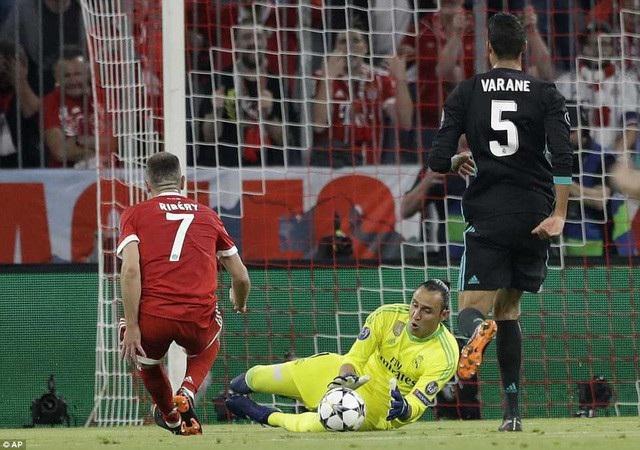 Bayern Munich đã bỏ lỡ quá nhiều cơ hội ở trận lượt đi tại Allianz Arena