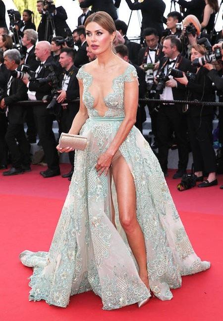 Victoria Bonya diện chiếc váy xanh hết sức táo bạo